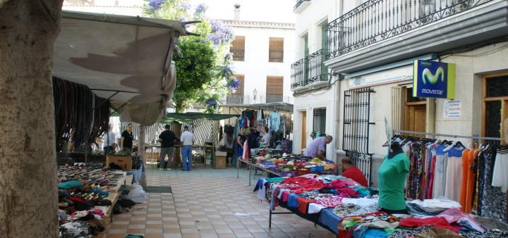 Kleider auf Markt Lubrin