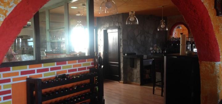 Gastraum mit Küche Il Giardino