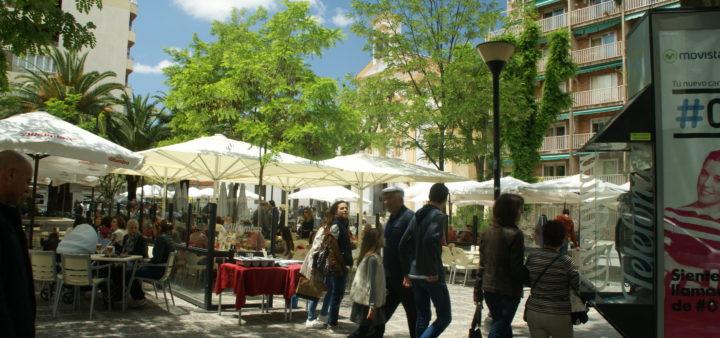 Platz mit Bars in Granada