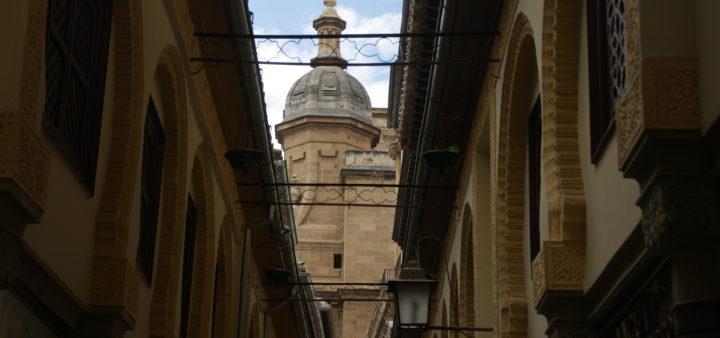 Kathedrale Granada von der Innenstadt aus gesehen