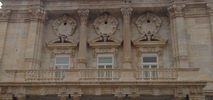 Hausfront der Stadthäuser in Cartagena