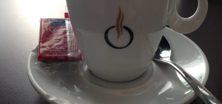 Kaffeepause am Flughafen Alicante