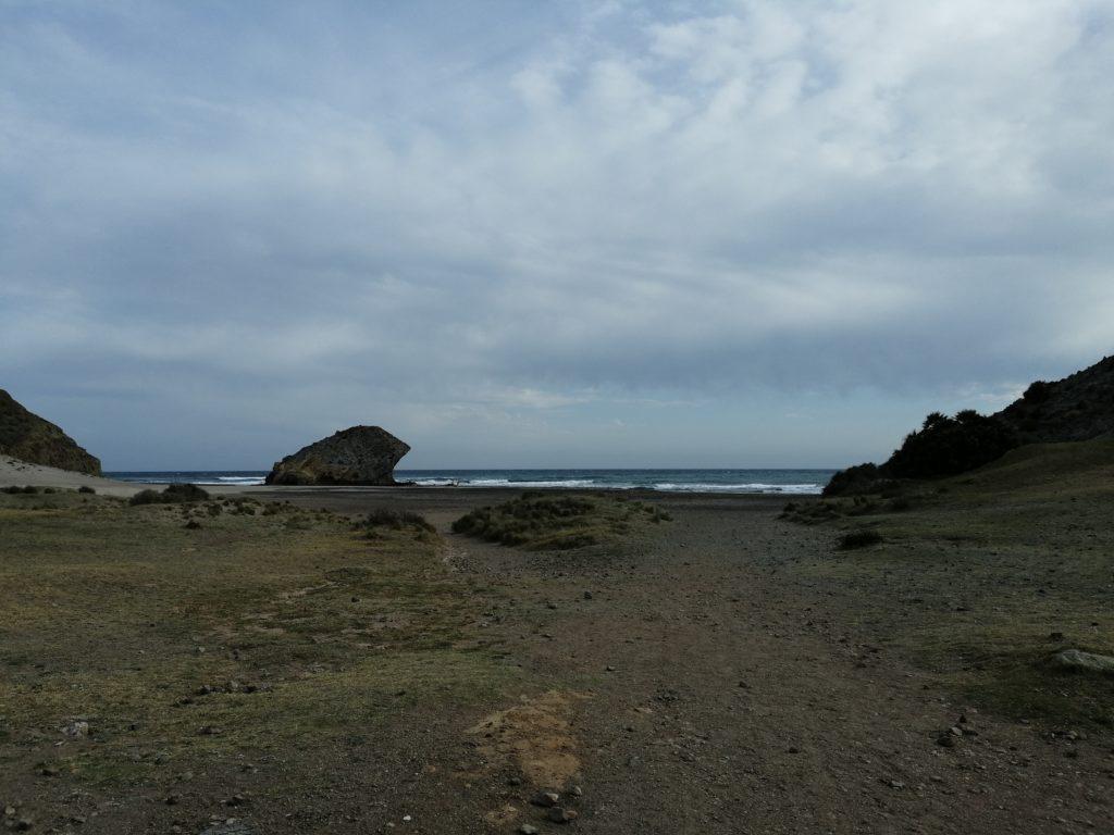 Playa Monsul mit dem berühmten Felsen