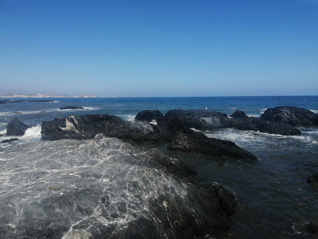 Cala Panizo Steine im Wasser