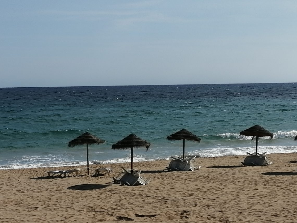 Strand in Andalusien und die Corona Reisebestimmungen in Spanien